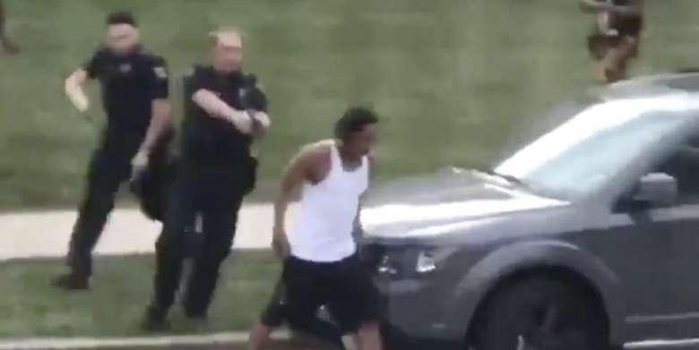 Follia negli Usa: a Kenosha polizia spara 7 colpi nella schiena a nero disarmato