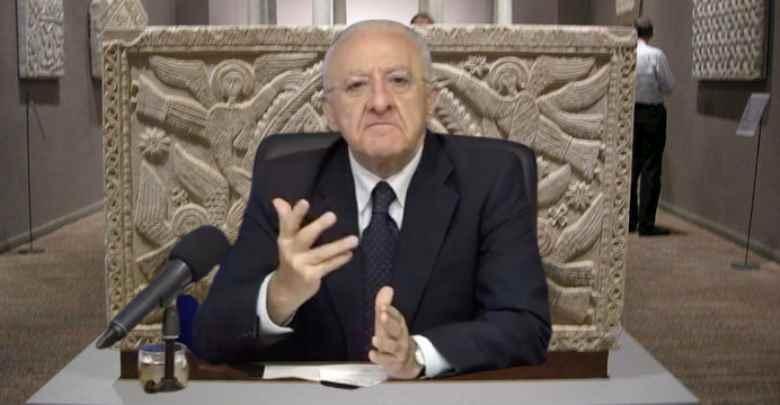 De Luca: Draghi come Cristo che fa i colloqui con i cespugli