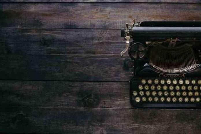 Di scrittori, fango e fragilità per Elena Bibolotti: l'eternità