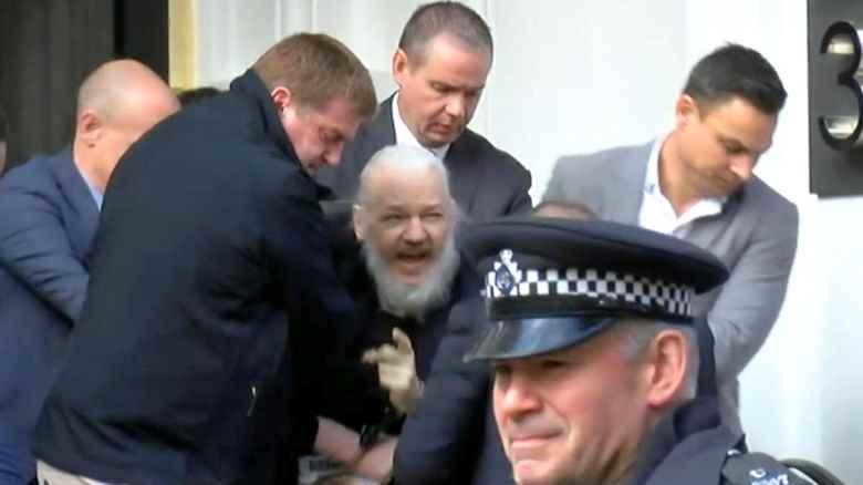 E pensare che 10 anni fa volevano candidare Assange al Nobel per la pace