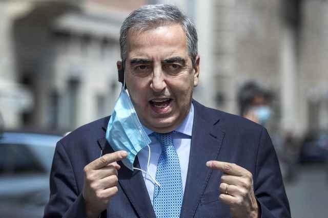 Enrico Michetti candidato sindaco a Roma: il professore che ama il saluto romano