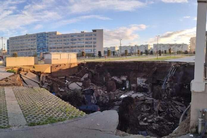 Esplosione a Napoli, voragine all'Ospedale del Mare