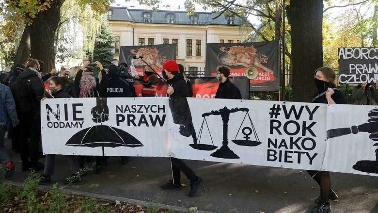 La Polonia contro le donne aborto vietato anche con malformazioni del feto2