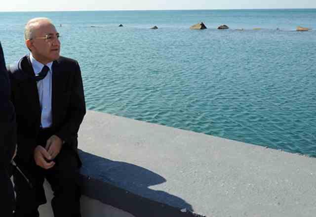 L'estate tra turismo, De Luca e i poveri la stagione degli orrori