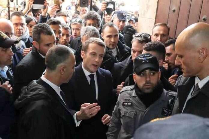Macron schiaffeggiato da un anarchico (video)