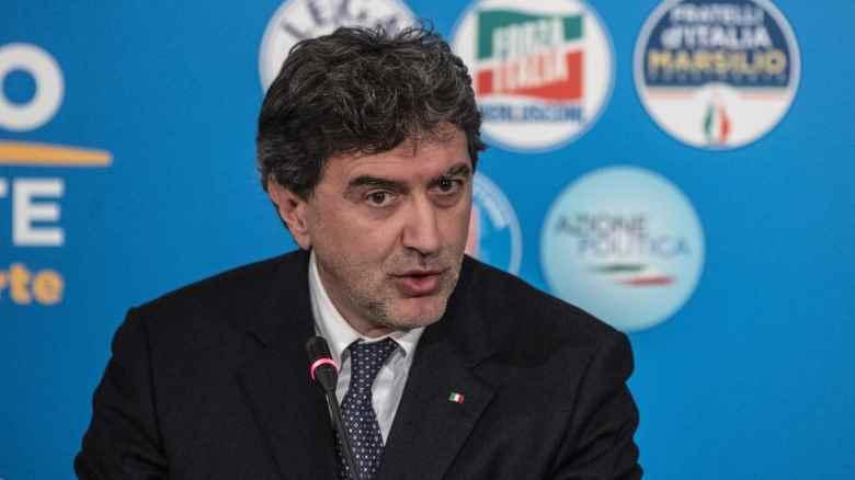 """Marco Marsilio di Fratelli d'Italia come Cetto Laqualunque: """"Abruzzo affaccia su 3 mari"""""""