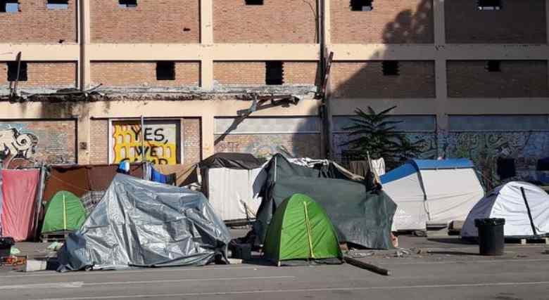 Migranti e senza tetto: la legalità della Raggi identica a quella della Lega