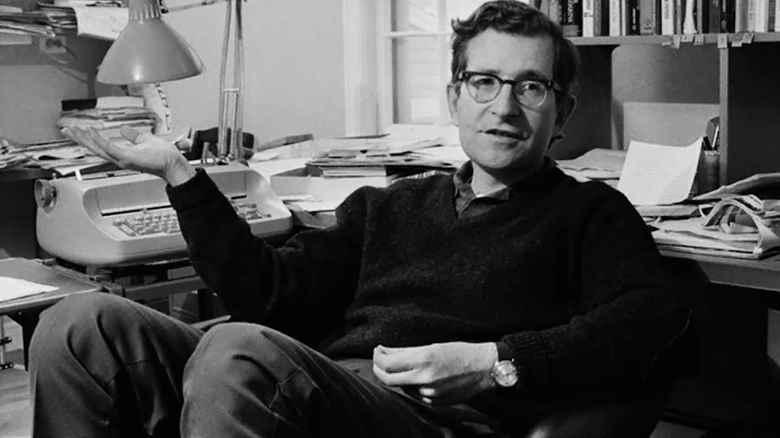 Noam Chomsky gli americani devono accettare l'idea che siamo uno stato terrorista