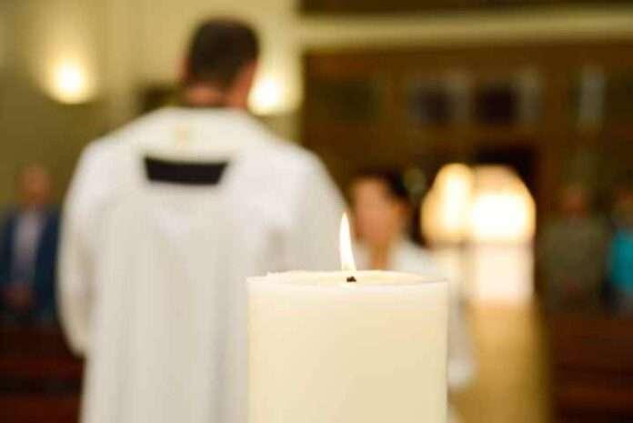 Prato, parroco arrestato per spaccio. Droga pagata con offerte dei fedeli