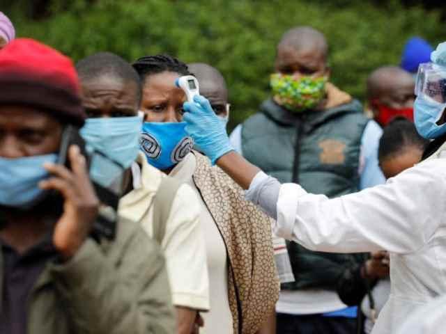 Sudafrica sospende il vaccino Astrazeneca inefficace sulla variante