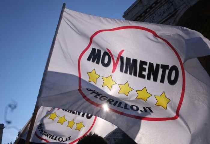 Tensione M5S, Beppe Grillo: o di qua o di là