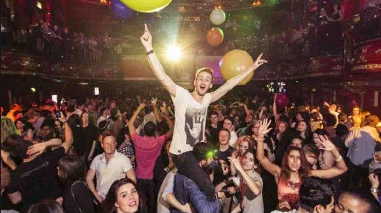 I nuovi mostri: i giovani in discoteca. E non solo.