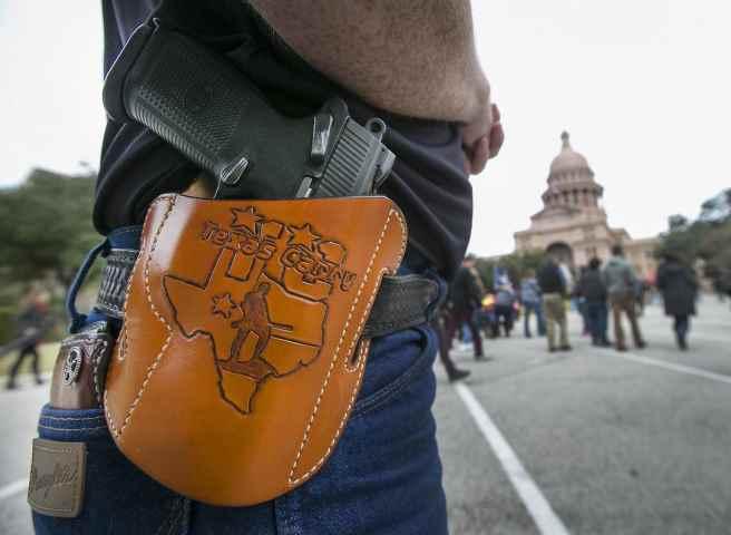 Usa, non bastano le stragi: in Texas legge per comprare armi senza licenza e controlli