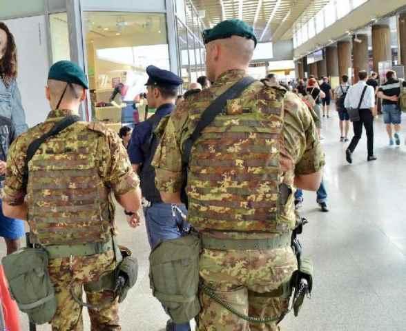 Venezia, 3 militari italiani denunciati per rapina a un ambulante bengalese