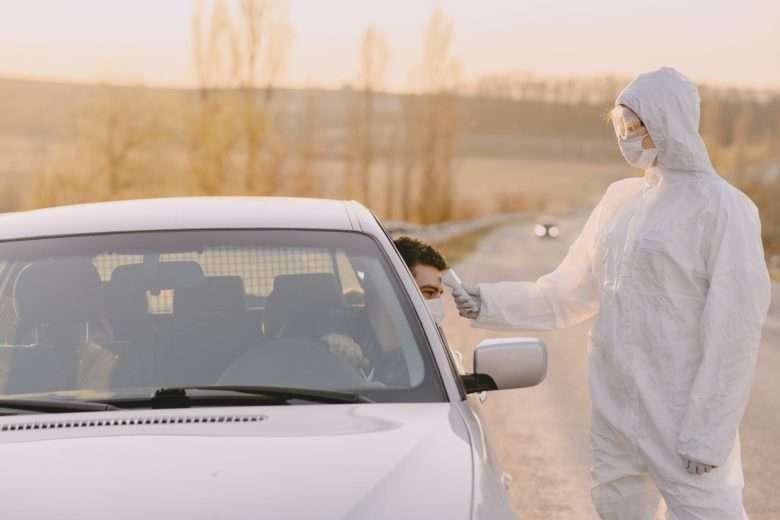 Controllo febbre ad automobilista