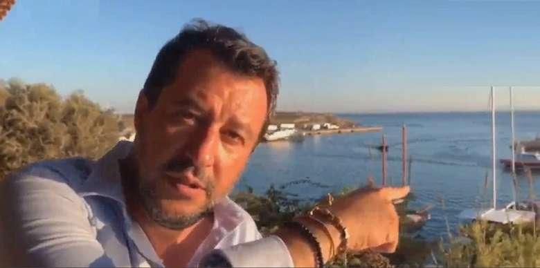Il disco rotto dell'estate: è ricominciata la pacchia ma per Salvini