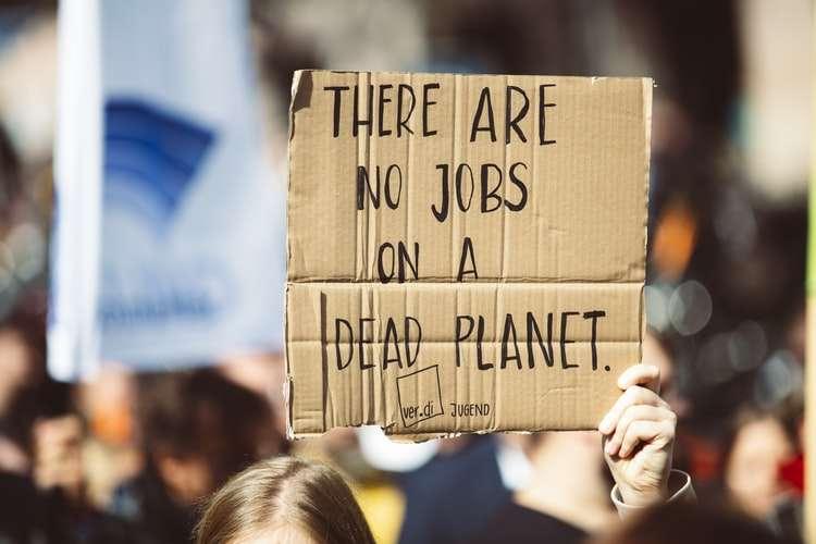 Slogan di un manifestante